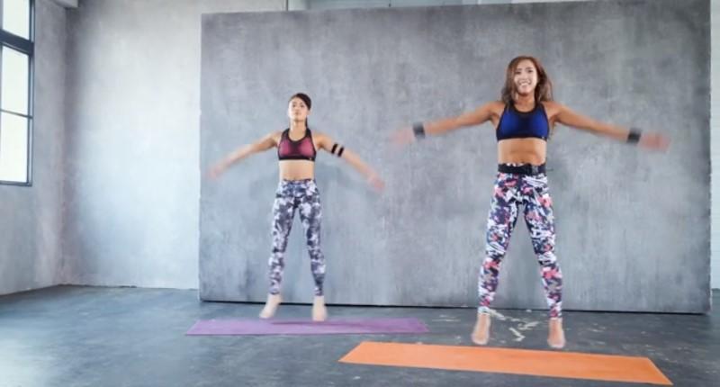 ジャンプしながら両手と両足を開く運動の画像